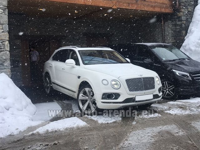 Transfer from Munich Airport General Aviation Terminal GAT to Innsbruck by Bentley Bentayga 6.0 litre twin turbo TSI W12 car