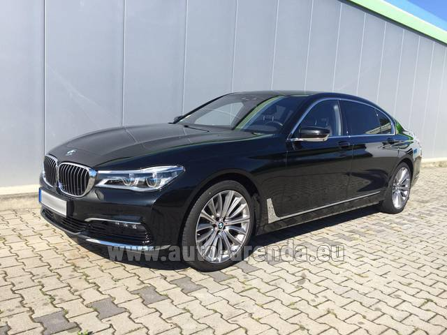 Rental BMW 740 Lang xDrive M Sportpaket Executive Lounge in Potsdam
